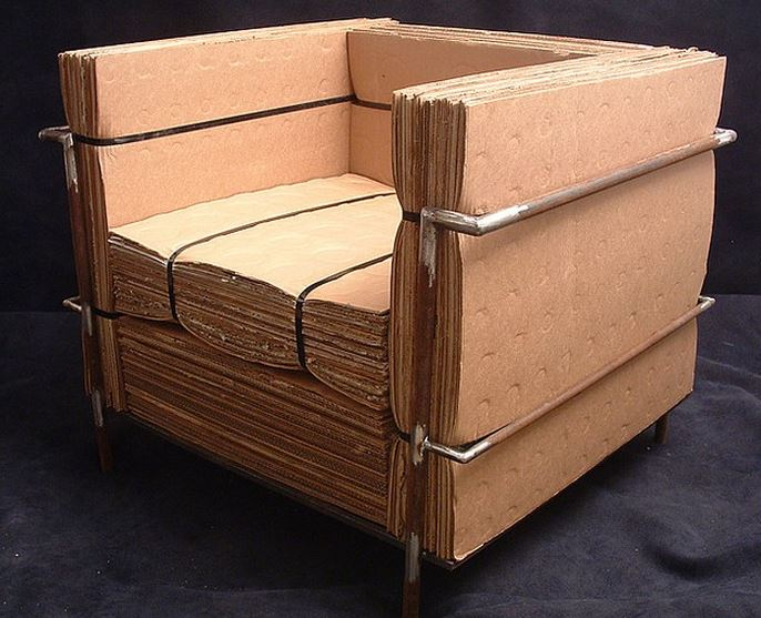 Muebles de cart n decoracion de interiores con carton for Sofa reciclado